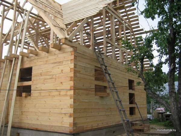 Дом из обычного бруса 6х6 с эркером